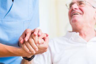 מטפלים לקשישים
