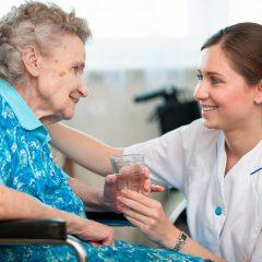 למה קשישים מפחדים מאשפוז בבתי אבות?