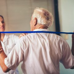 תרגילי פיזיותרפיה שאפשר לעשות בבית